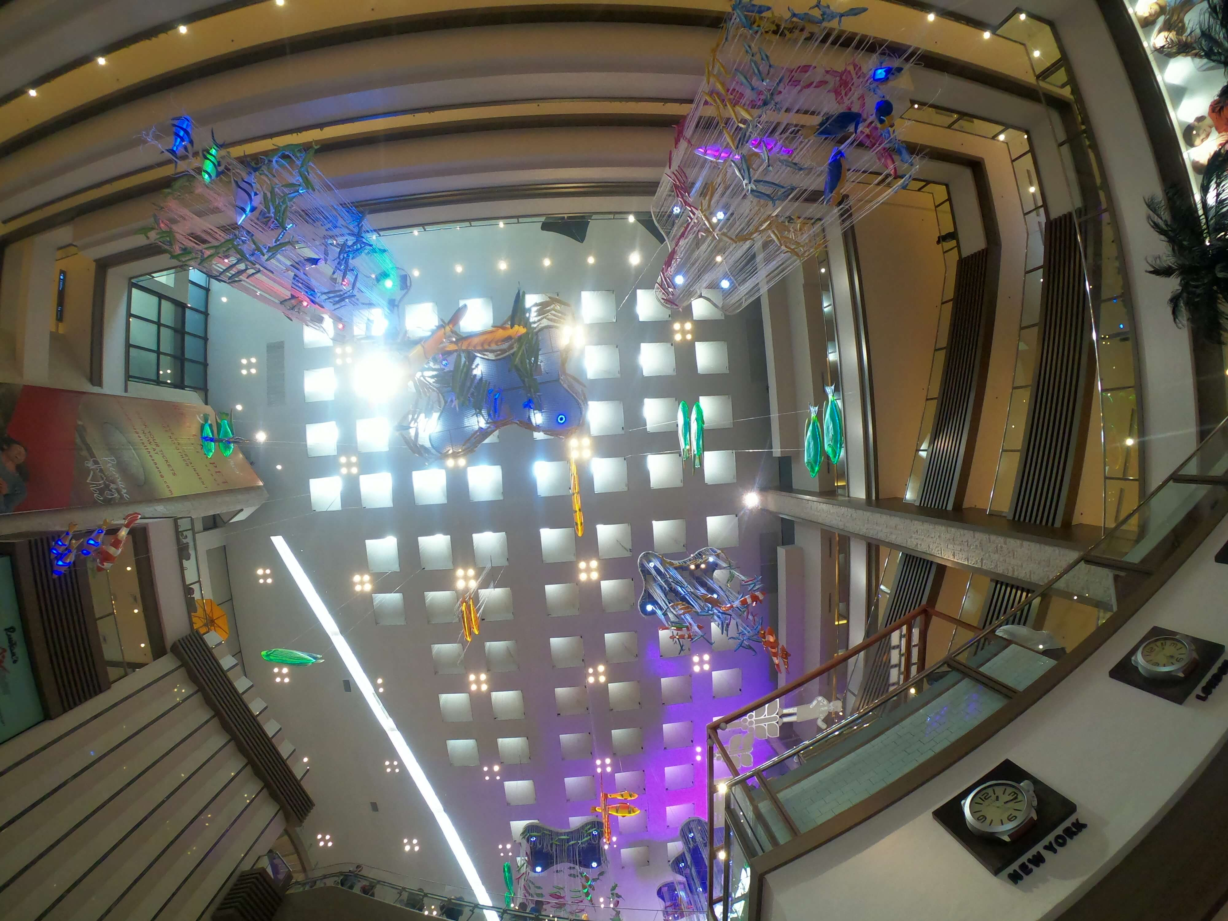 シャングリラプラザの天井